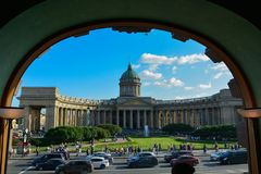 La catedral famosa de Kazansky en Petersburgo Rusia imagen de archivo libre de regalías