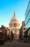 La catedral famosa en la salida del sol, Londres, Reino Unido del ` s de San Pablo Fotografía de archivo libre de regalías