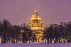 La catedral o Isaakievskiy Sobor de Isaac hermoso del santo en St Petersburg, Rusia imagen de archivo libre de regalías