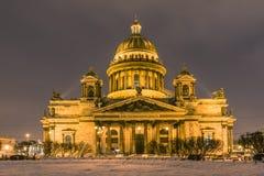 La catedral o Isaakievskiy Sobor de Isaac hermoso del santo en St Petersburg, Rusia fotos de archivo libres de regalías