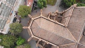 La catedral sagrada del corazón en el abejón de Guangzhou gira en su eje sobre el tejado de la iglesia almacen de video
