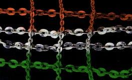 La catena d'argento nel modello incrociato ha dipinto l'arancia ed il verde fotografie stock libere da diritti