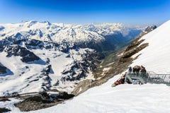 La catena montuosa della catena montuosa della neve dal Titlis è un moun Immagine Stock