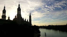 La Cathédrale-basilique de notre Madame du pilier au coucher du soleil image stock
