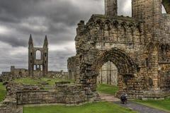 la cathédrale d'andrews ruine la rue Image libre de droits