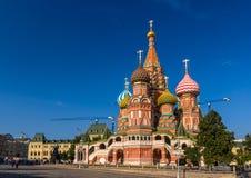 La cathédrale de Basil de saint dans la place rouge - Moscou Images stock