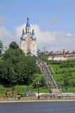 La cathédrale de Dormition de Khabarovsk près du 'du remblai ÑˆÑ de fleuve Amur Image stock