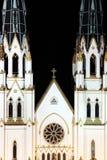 La cathédrale de la rue Jean-Baptist la nuit. Photos stock