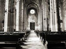 La cathédrale de Santa Maria Assunta et de Gotthard Asti avec les bannières médiévales Di Asti de Palio Photos libres de droits