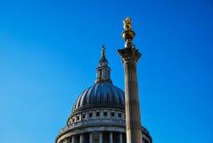 La cathédrale de St Paul et la colonne carrée de pater Photo stock