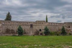 La cathédrale de Svetitskhoveli, la Géorgie Le mur antique autour du temple Image stock