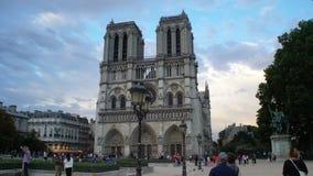 La cathédrale du Notre Dame de Paris, France banque de vidéos