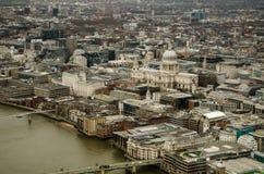 La cathédrale et la ville de St Paul de Londres Image stock