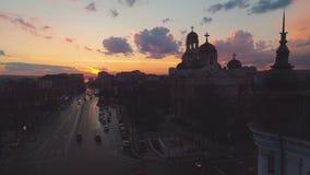 La cath?drale de l'hypoth?se et de la vieille tour d'horloge de ville ? Varna, vue a?rienne clips vidéos