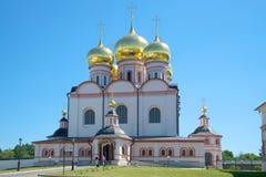 La cattedrale della madre iberica di Dio Monastero vergine di Iversky Svyatoozersky, regione di Novgorod Fotografia Stock