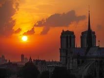 La cattedrale di Notre Dame al tramonto a Parigi Fotografia Stock Libera da Diritti