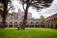 La cattedrale di Salisbury chiude in convento il Wiltshire Inghilterra ad ovest del sud Regno Unito immagine stock