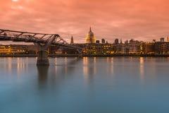 La cattedrale di St Paul e ponte di millennio Fotografia Stock