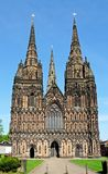 La cattedrale verso ovest fronteggia, Lichfield, Regno Unito fotografia stock libera da diritti