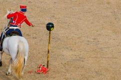 La cavalleria mostra, tagliando l'anguria Fotografia Stock Libera da Diritti