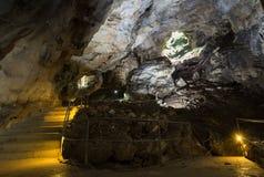 La caverna di morfologia carsica di Emine Bair Hosar in montagna di Chatyr-Dah nell'Istruzione Autodidattica fotografie stock libere da diritti