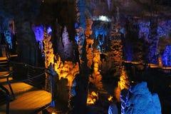 La caverne d'Avshalom, également connue sous le nom de caverne de Soreq, de grandes stalactites foudroient près de Bet Shemesh photos libres de droits