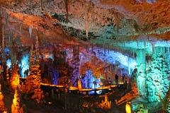 La caverne d'Avshalom, également connue sous le nom de caverne de Soreq, de grandes stalactites foudroient près de Bet Shemesh image libre de droits