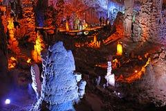 La caverne d'Avshalom, également connue sous le nom de caverne de Soreq, de grandes stalactites foudroient près de Bet Shemesh image stock