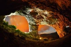 La caverne de l'étudiant des montagnes de Trascau, Roumanie Image stock