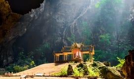 La caverne de Phraya Nakhon est l'attraction de les plus populaires est un four-gabl Photo libre de droits