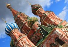 La cebolla de la albahaca del santo formó bóvedas coloridas en Moscú Imágenes de archivo libres de regalías