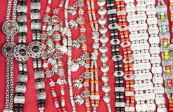 La ceinture argent?e faite main handcraft en tant qu'accessoires de mode de vintage en vente de femmes dans la boutique tradition images stock