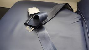 La ceinture de sécurité se trouvant sur le siège plat pas a attaché clips vidéos