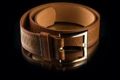 La ceinture des nouveaux hommes en cuir bruns élégants Images stock