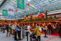 La celebración de la Navidad se preparó en la planta de Mori Tower Fotografía de archivo