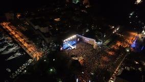 La celebración del Año Nuevo en la ciudad vieja de Budva metrajes