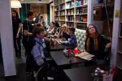 La celebración del aniversario del círculo de lectores 12 del café Foto de archivo libre de regalías