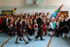La celebración del día de conocimiento en una de las escuelas rurales de la región de Kaluga de Rusia Imagen de archivo