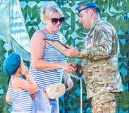 La celebrazione del giorno delle truppe disperse nell'aria nella regione di Kaluga di Russia immagini stock