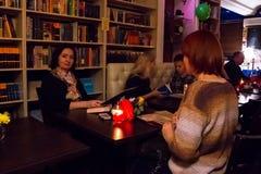 La celebrazione dell'anniversario del club del libro 12 del caffè Fotografia Stock