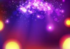 La celebrazione, stelle magiche porpora luccica, spargimento astratto d'ardore di Bokeh di fantasia, vettore del fondo dell'estra royalty illustrazione gratis