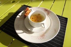 La cena de boda con la carne del rodillo fumó y los tomates Fotografía de archivo libre de regalías