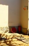 La cerámica se coloca en la esquina Fotografía de archivo
