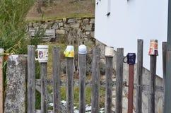 La cerca de madera tradicional adornó las tazas, Bohemia del sur Fotos de archivo libres de regalías