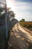La cerca que protege la frontera entre Hungría y Serbia imágenes de archivo libres de regalías