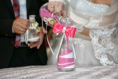 La ceremonia de la arena es un cierre de la boda para arriba Imagen de archivo