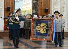 La cerimonia di assegnazione all'insegna nel corridoio di gloria militare del museo di grande guerra patriottica con collina di P Fotografie Stock