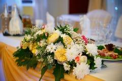 La cerimonia nuziale fiorisce il mazzo nuziale Decorazione di fioritura romantica, decorat Fotografie Stock Libere da Diritti