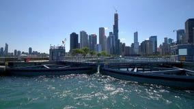 La cerradura del río Chicago en el lago Michigan metrajes