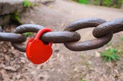 La cerradura en la cadena Imágenes de archivo libres de regalías